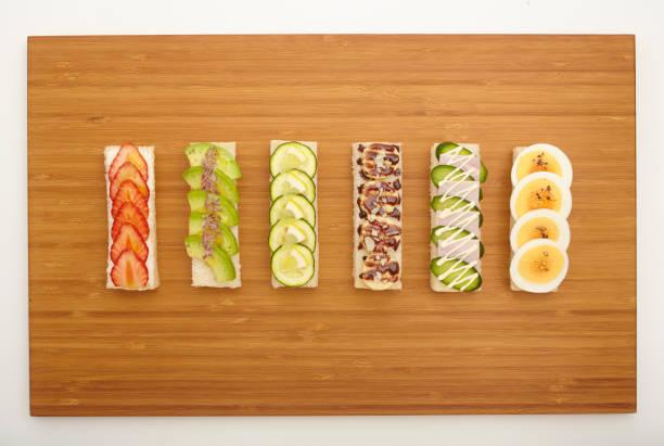 offene sandwich - schokoladen zucchini brot stock-fotos und bilder