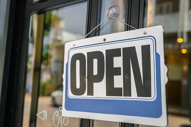 Geöffnet an eine Tür – Foto