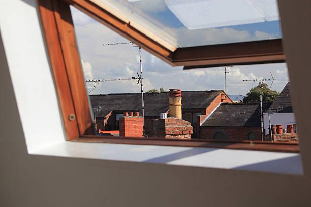 Oberlicht oder velux Fenster geöffnet – Foto