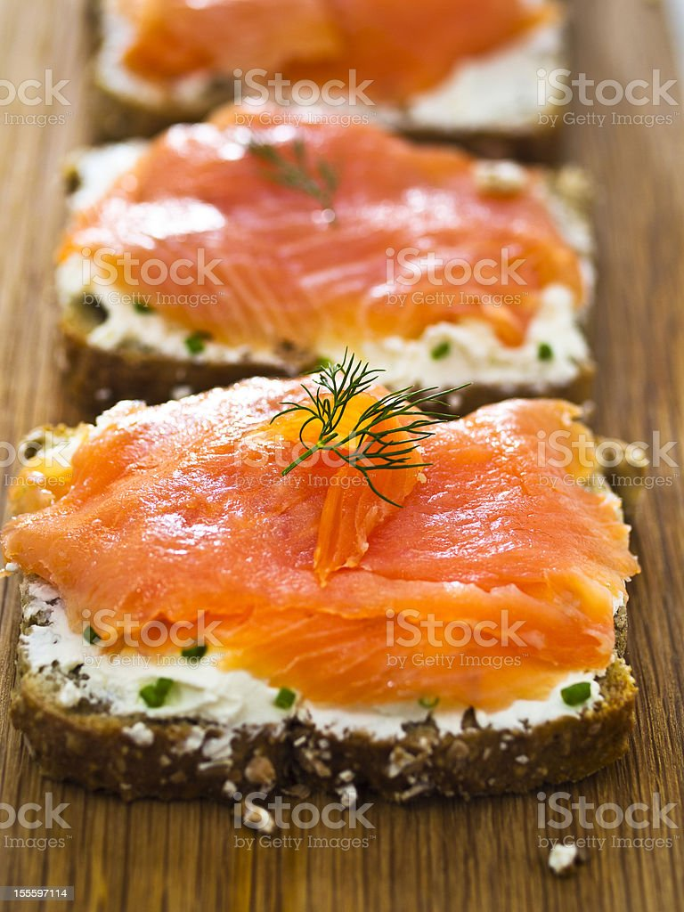 Open smoke salmon sandwich​​​ foto