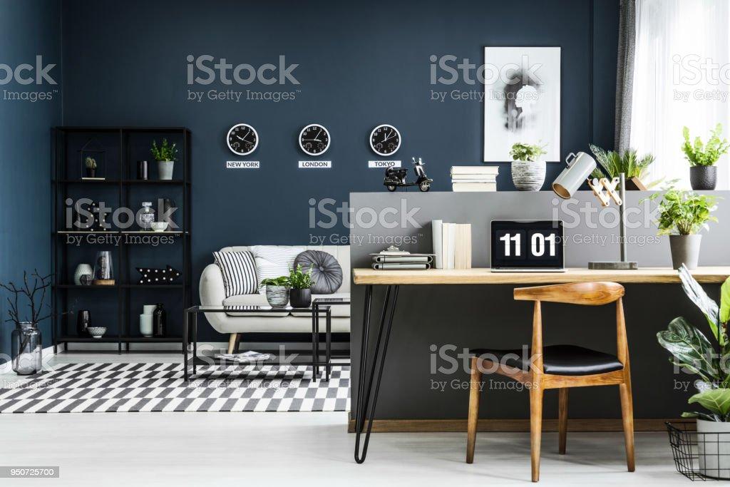 Photo de stock de intérieur siège social espace ouvert avec bureau
