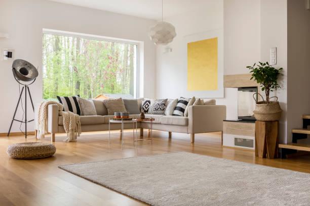 espace ouvert en appartement - étage photos et images de collection