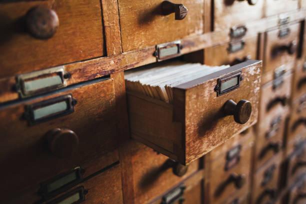 Open vintage file catalog box - foto de acervo