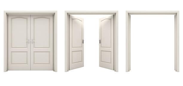 Ouvert blanc double porte seul sur un fond blanc. - Photo