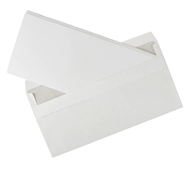 Ouvert l'enveloppe blanche avec lettre-isolé - Photo