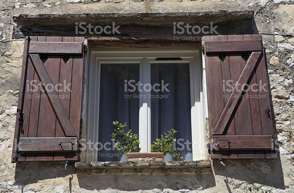 Persiane In Legno Antiche : Aprire la finestra con persiane in legno vecchio provenza francia
