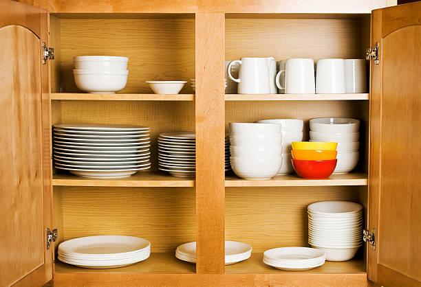 speisen im schrank - küchenorganisation stock-fotos und bilder
