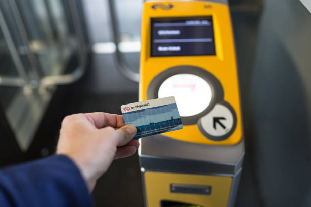 Openbaar vervoer checkin bij treinstation in Nederland Amersfoort, The Netherlands - August 17, 2018: Public transport checkin with chip card at central train station in the Netherlands train ticket stock pictures, royalty-free photos & images