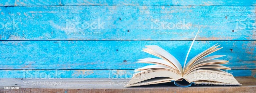 geöffnet Buch, Panorama – Foto