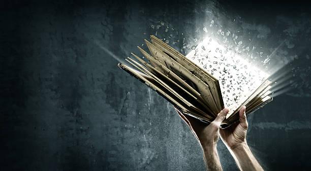 otworzył magiczne książki z magii światła - atmosfera wydarzenia zdjęcia i obrazy z banku zdjęć