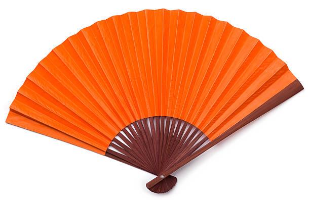Eröffnete Orange asiatische Fan mit braunem holzgerahmten Isoliert – Foto