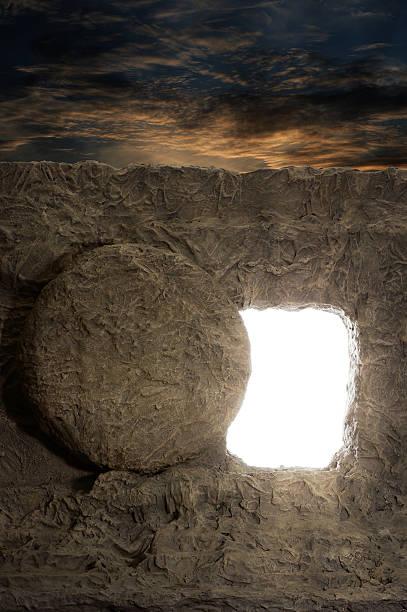opened tomb of jesus - graftombe stockfoto's en -beelden