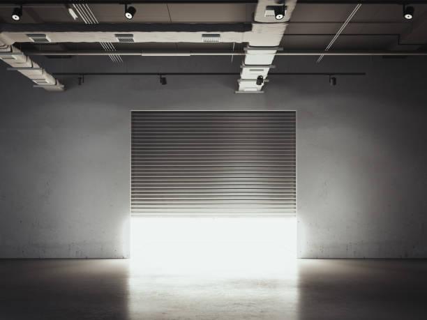 türöffnung in die garage. lagerhalle. 3d-rendering - carport stock-fotos und bilder