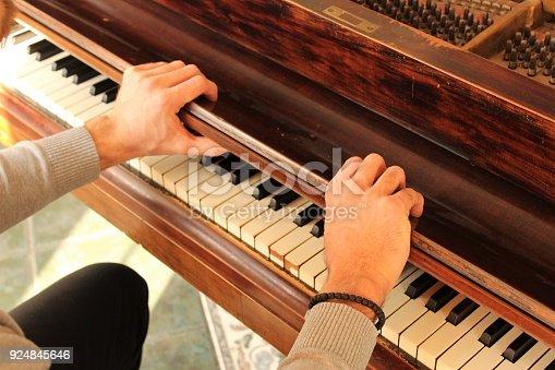 istock Opening piano lid. 924845646