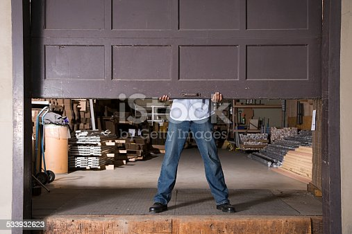istock Opening warehouse door 533932623