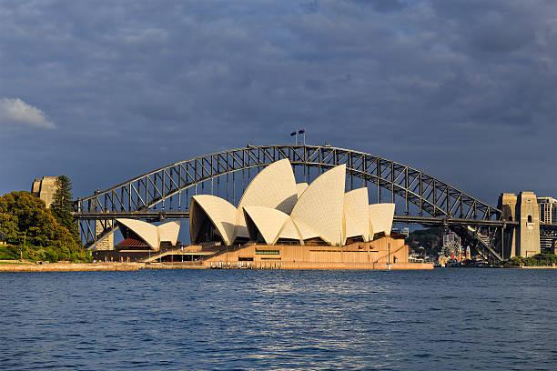 rbg opera bridge day - rbg stok fotoğraflar ve resimler