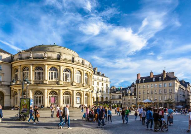 Opéra sur la place de la mairie de Rennes, France. - Photo