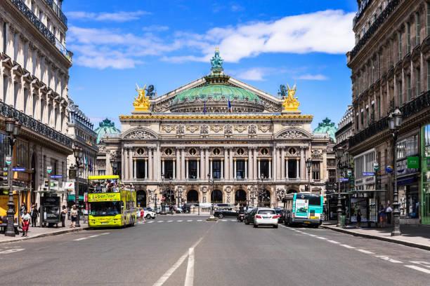 oper paris - große oper (opéra garnier). paris, frankreich - französisches haus dekor stock-fotos und bilder
