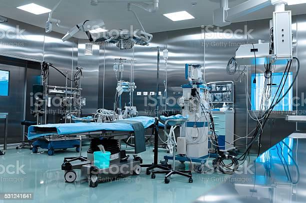 Quirófano En La Cirugía Cardíaca Foto de stock y más banco de imágenes de 2015