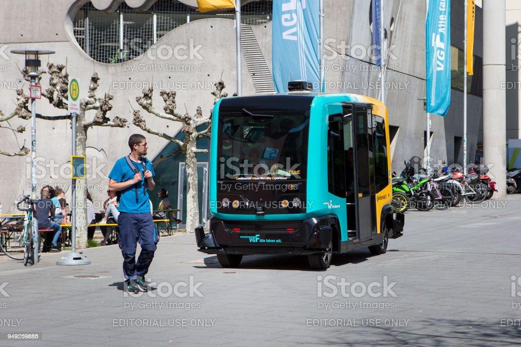 Versuch eines fahrerlosen Transportsystems namens CUbE (Continental urbane Mobilität Erfahrung) in Betrieb – Foto