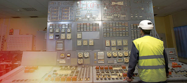 Operator am Arbeitsplatz in der system-Kontrollraum – Foto