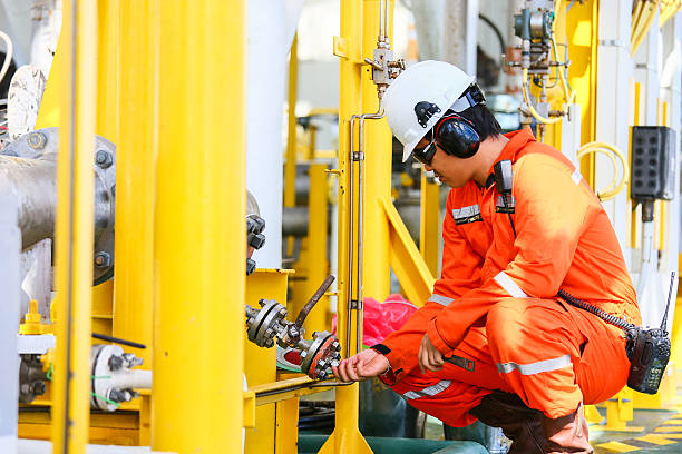 operator recording operation of oil and gas process at oil - foto de stock