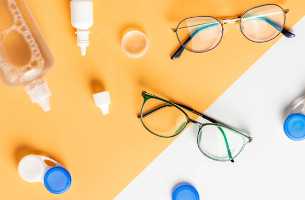 optical glasses, contact lenses and eye drops - contacts imagens e fotografias de stock