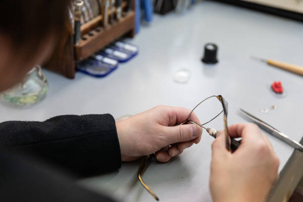 Optician making eyeglasses picture id1207463820?b=1&k=6&m=1207463820&s=612x612&w=0&h=tqnxluudrdb tq heydcoush241h5 kgeiuopy2 oek=