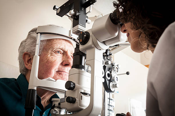 Opticien avec patient - Photo