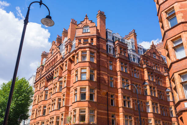 Opulent British Victorian terraced luxury residential apartments building in red bricks in Mayfair, London, UK Opulent British Victorian terraced luxury residential apartments building in red bricks in Mayfair, London, UK mayfair stock pictures, royalty-free photos & images