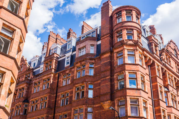 Opulent British Victorian terraced luxury residential building in red bricks in Mayfair, London, UK Opulent British Victorian terraced luxury residential building in red bricks in Mayfair, London, UK mayfair stock pictures, royalty-free photos & images