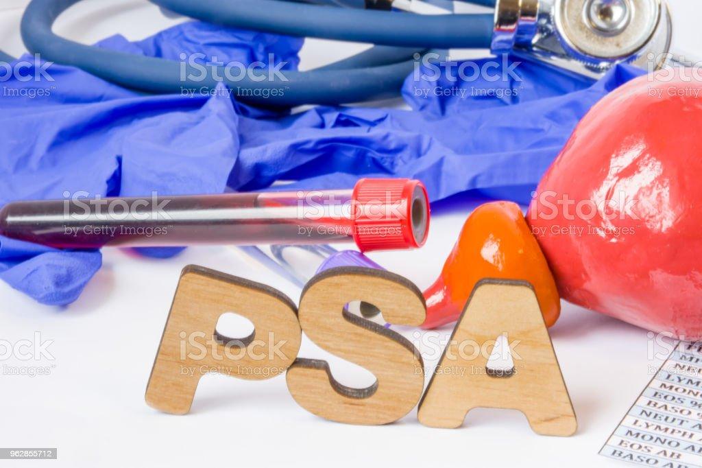 PSA o prostático específico antígeno acrónimo o abreviatura enzima de próstata para diagnóstico de prueba de laboratorio de cáncer y otro concepto de foto de enfermedades. Palabra de PSA es junto a la modelo de la próstata, las muestras de sangre d - foto de stock