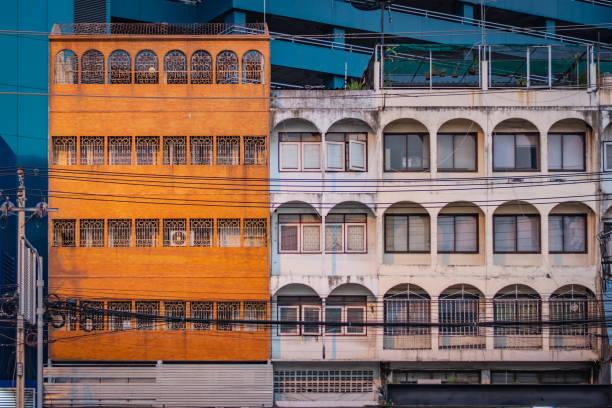 Orange and white facades of buildings in Bangkok, Thailand – zdjęcie