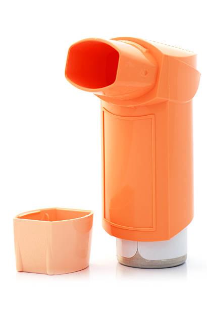 Orange inhalador de asma y carcasa - foto de stock