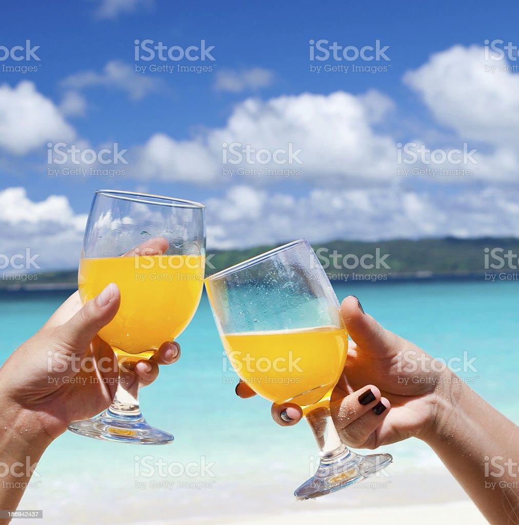 Arancio cocktail sulla spiaggia - foto stock