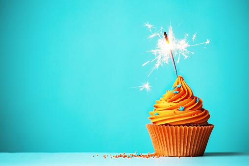 Orange Cupcake With Sparkler 照片檔及更多 2015年 照片