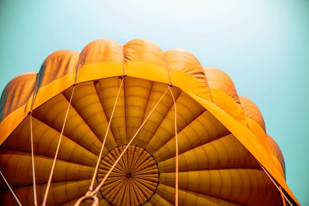 주황색 열기구 - 낙하산 항공 비행체 뉴스 사진 이미지