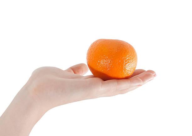orange in der hand auf weiß - obst kalorien stock-fotos und bilder