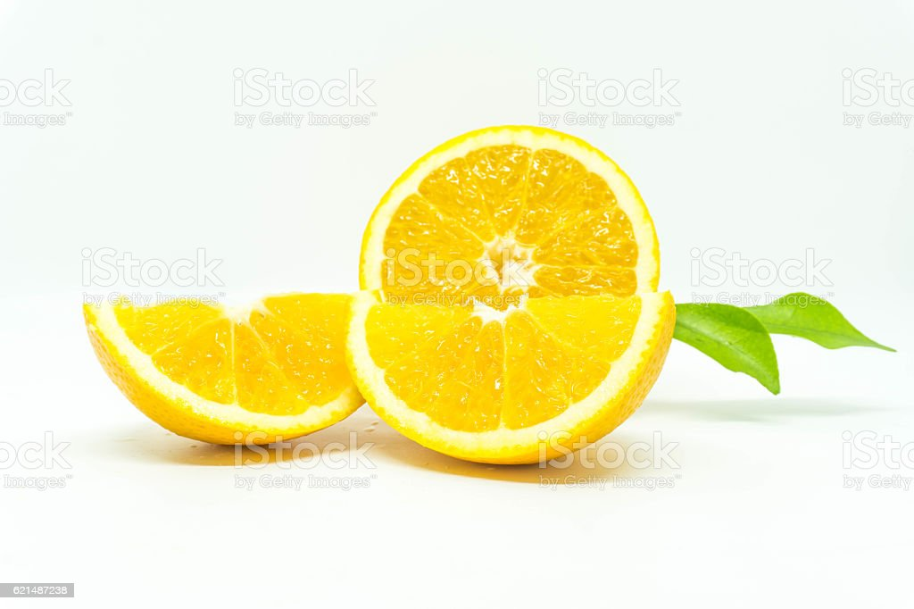 orange isolé sur fond blanc  photo libre de droits