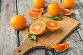 オレンジ色の背景上に分離