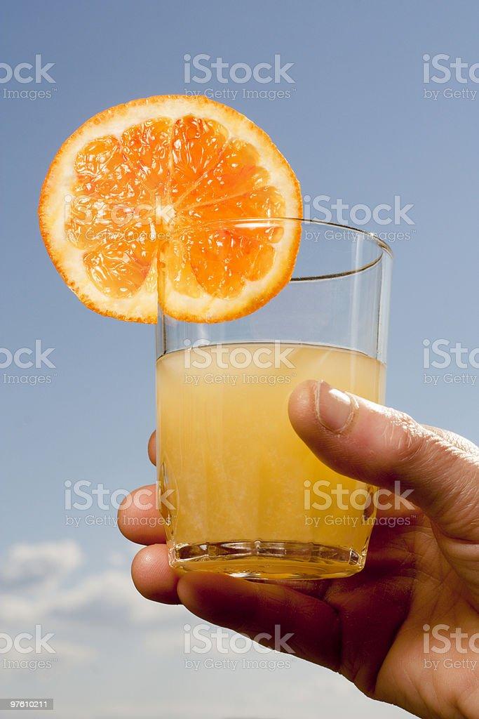 Jus d'Orange sur fond de ciel photo libre de droits