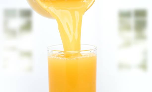 orange orangensaft - innocent saft stock-fotos und bilder