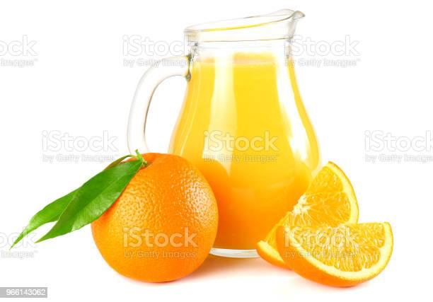Jus Dorange Met Oranje En Groen Blad Geïsoleerd Op Een Witte Achtergrond Sap In Kruik Stockfoto en meer beelden van Blad