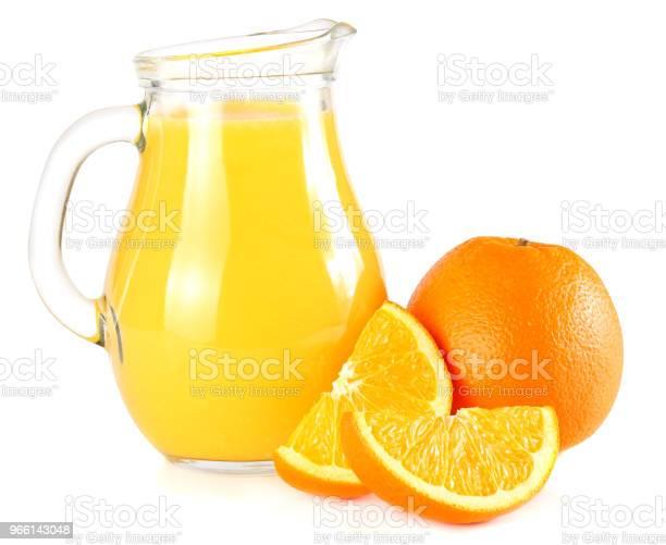 Apelsinjuice Med Orange Isolerad På Vit Bakgrund Juice I Kanna-foton och fler bilder på Apelsin