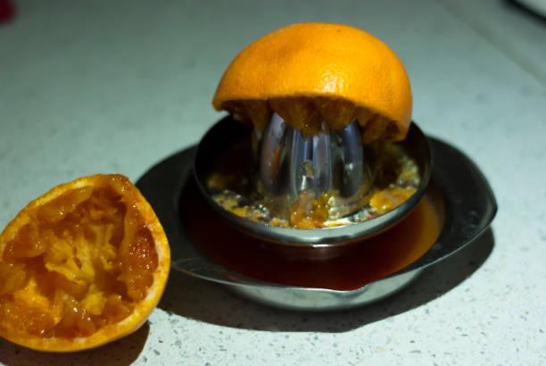 Orange juice with the juicer - foto stock