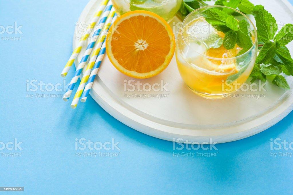 Laranja limonada com fatias de laranja, gelo e hortelã - Foto de stock de Alimentação Saudável royalty-free
