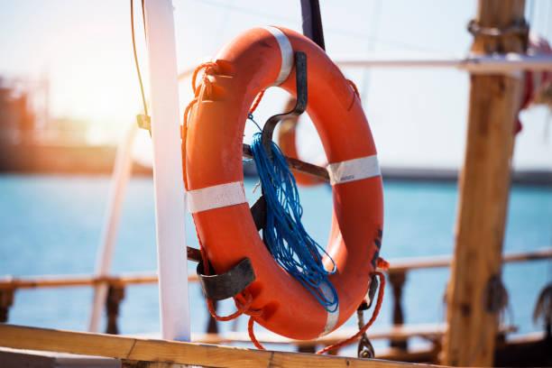 orange flytväst-ring - livbåt bildbanksfoton och bilder