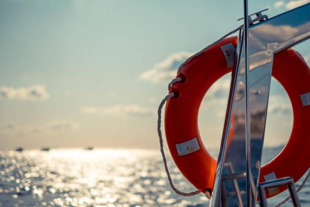 orange livring - livbåt bildbanksfoton och bilder