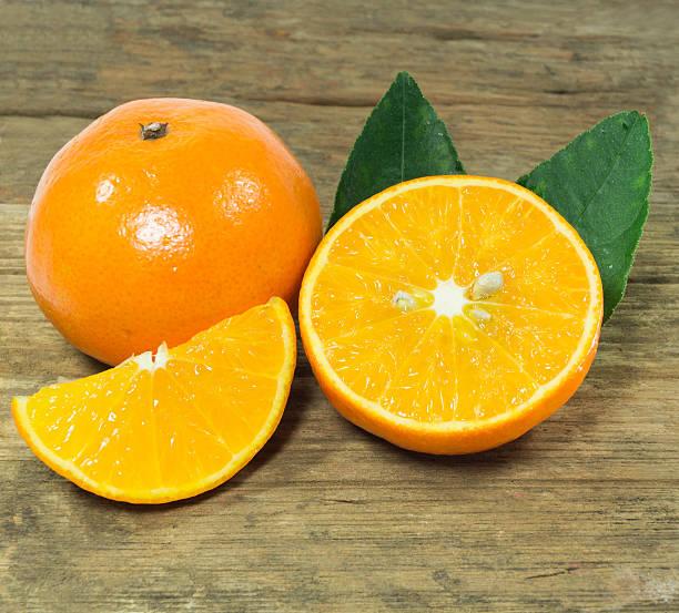 orange auf dem Tisch – Foto
