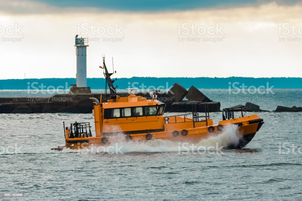 Orange pilot ship moving at speed foto stock royalty-free